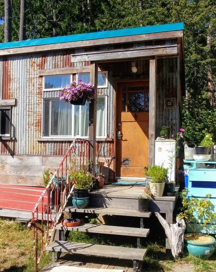 tiny house, tiny house life, small space, shepherds hut, rustic, patina, metal, upcycle, sustainability,